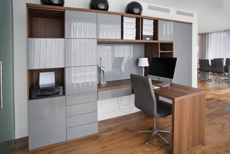 Кабинет Лаудия в стиле модерн коричнево-серого цвета