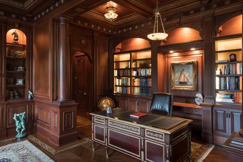 Кабинет Акела в классическом стиле из массива темного цвета с отдельным столом и шкафом