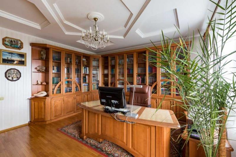 Купить Кабинет Вектор из массива дерева в лучших традициях классики   под заказ