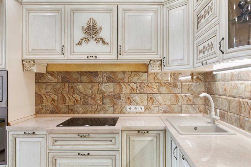 Купить Кухня Алена в классическом стиле белого цвета с золотым обрамлением  под заказ