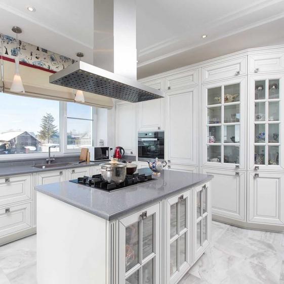Купить Кухня Кристина из массива в классическом стиле белого цвета  под заказ