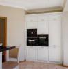 Кухня Лайма угловая молочного оттенка с подвесными шкафами
