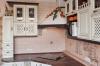 Кухня Лопес в классическом стиле белого цвета с отдельными закрытыми столами