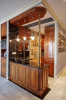 Кухня Клинова  2 из натурального дерева со столешницей под черный мрамор