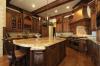 Кухня Мечта с множеством отдельных шкафов и отдельным закрытым столом в центре