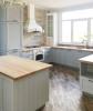 Кухня Ферджи угловая белого цвета со столешницей из дерева
