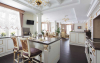 Кухня Альфреда в современном стиле белого цвета