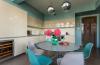 Кухня Идея прямая с глянцевой поверхностью белого цвета с отдельным рабочим столом