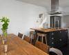 Кухня Сивилия в светлых тонах классического стиля с декоративными элементами