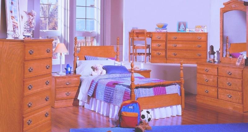 Детская Грей в классическом стиле янтарного цвета с металлической фурнитурой