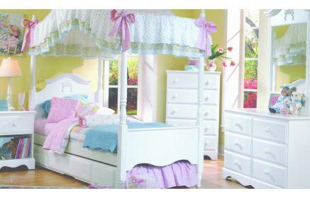 Купить Детская Лаура в белом роскошном стиле в комплекте с комодом и прикроватной тумбочкой  под заказ