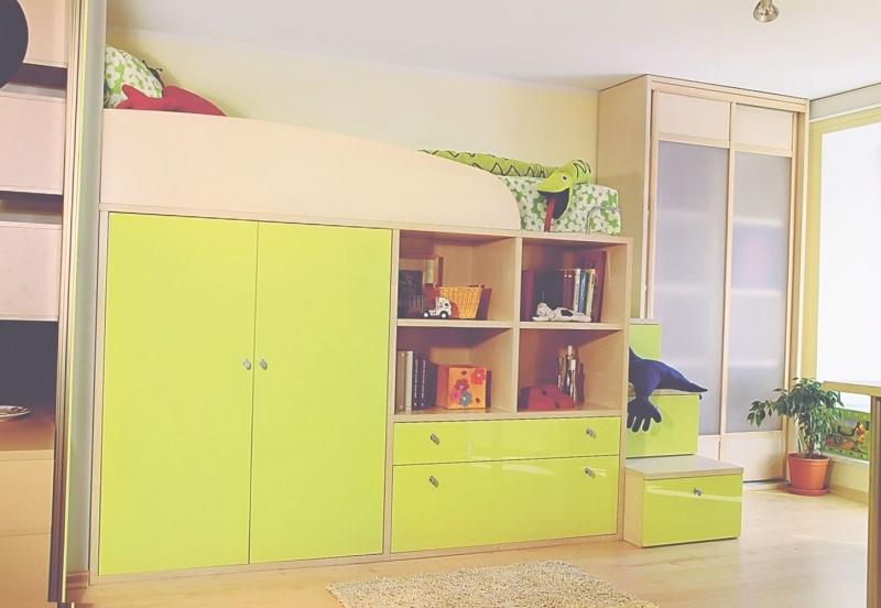 Детская Луи в комплексе с кроватью и шкафом с выдвижными ящиками и открытыми полками
