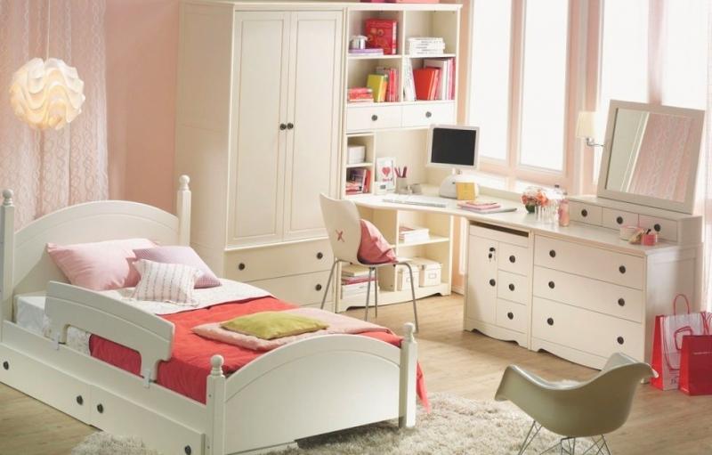 Детская Монро в белом цвете со столом и комодом с зеркалом