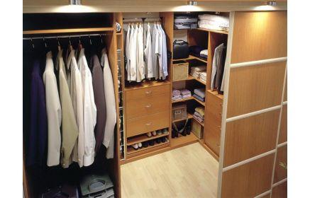 Купить Гардеробная Магия коричневого цвета с выдвижными ящиками и нишами для одежды  под заказ