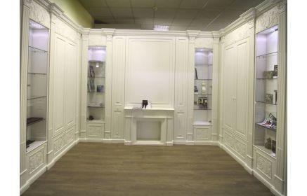 Купить Гардеробная Марика в классическом стиле белого цвета со стеклянными полками и закрытыми шкафами   под заказ