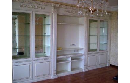 Купить Гостиная Галлилео в классическом стиле со стеклянными полками и нишей под телевизор  под заказ