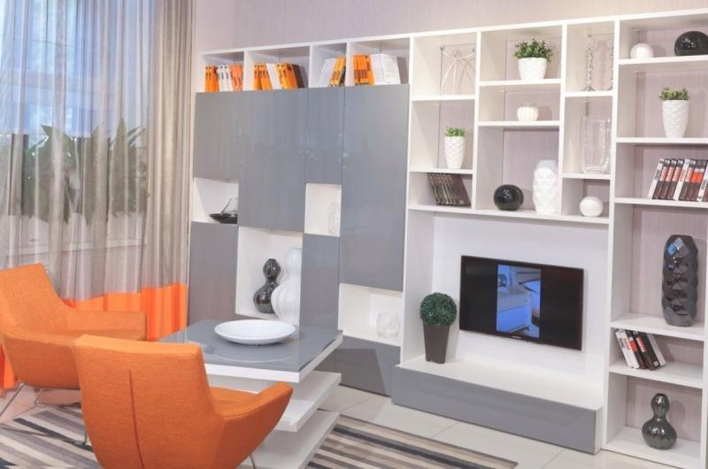 Гостиная Готье стильная и современная в двух цветах с нишей под телевизор и множеством открытых ниш для предметов