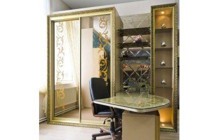 Купить Гостиная Жимолость в изысканном золотистом цвете с большим шкафом и стеклянными полками   под заказ