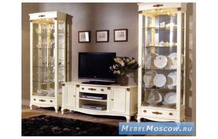 Купить Гостиная Релаксация в классическом стиле белого цвета со стеклянными дверцами и полками под заказ