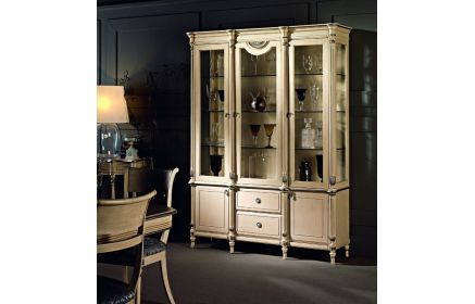 Купить Шкаф-витрина Виконт 2 двери со стеклом  2 боковые стенки-стекло 3 стеклянные полки 2 двери из дерева 2 ящика окрашено в белое дерево под заказ