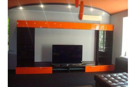 Купить Стенка Минотавр под ТВ 14 дверей крашеное стекло 4 открытых полки черный и оранжевый цвет под заказ