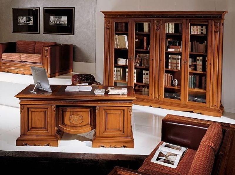 Кабинет Экватор в оригинальном классическом стиле с красивым письменным столом и шкафом со стеклом в дверцах
