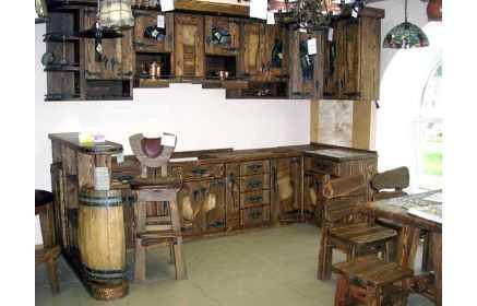 Купить Кухня Бьерн в средневековом стиле из дерева с металической наружной фурнитурой  под заказ