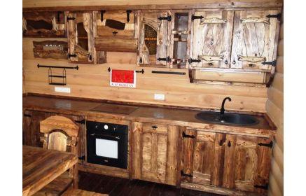 Купить Кухня Добрыня из дерева в средневековом стиле с подвесными шкафчиками и полками  под заказ