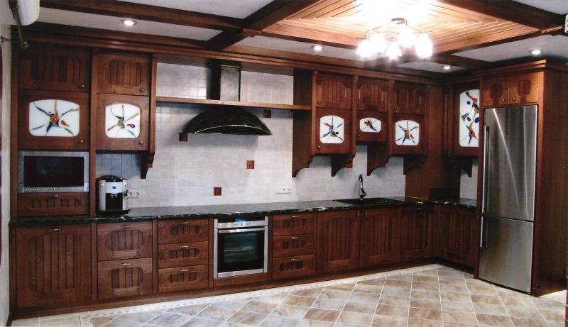 Купить Кухня Элиана угловая из дерева коричневого цвета с подвесными шкафами под заказ