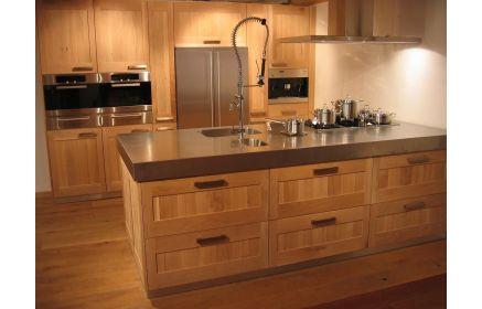 Купить Кухня Гвен стильная с большой широкой столешницей и встроенной техникой  под заказ