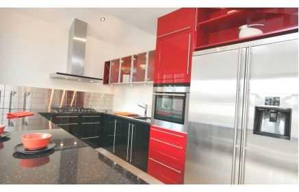 Купить Кухня Калерия П-образная с гранитной поверхностью и красным фасадом  под заказ