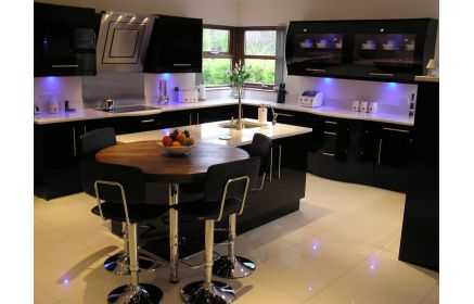 Купить Кухня Карим черная П-образная в футуристичном стиле с синей встроенной подсветкой  под заказ