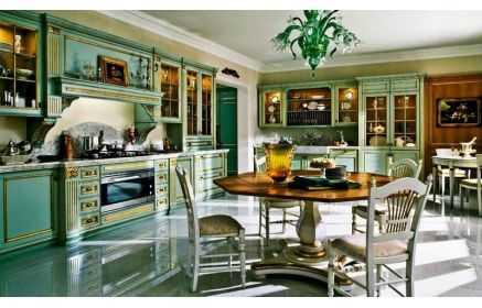 Купить Кухня Малахитовая шкатулка в классическом стиле зеленого цвета с золотым обрамлением и фигурными элементами фасада  под заказ