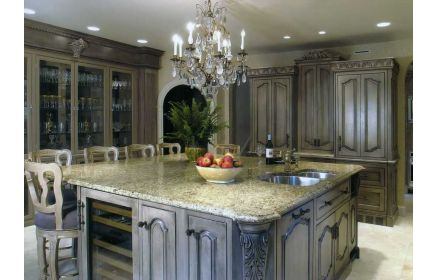 Купить Кухня Меритт из дуба в классическом стиле с растительным орнаментом  под заказ