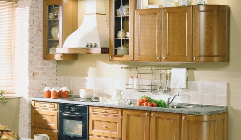 Кухня Модесто в классическом стиле небольших размеров с фасадами со стеклом