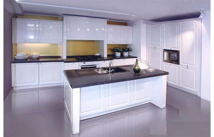 Купить Кухня Снайт угловая белого цвета с черной столешницей в стиле современной классики  под заказ