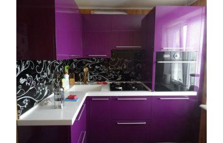 Купить Кухня Ультрафиолет угловая фиолетового цвета с белой столешницей под заказ