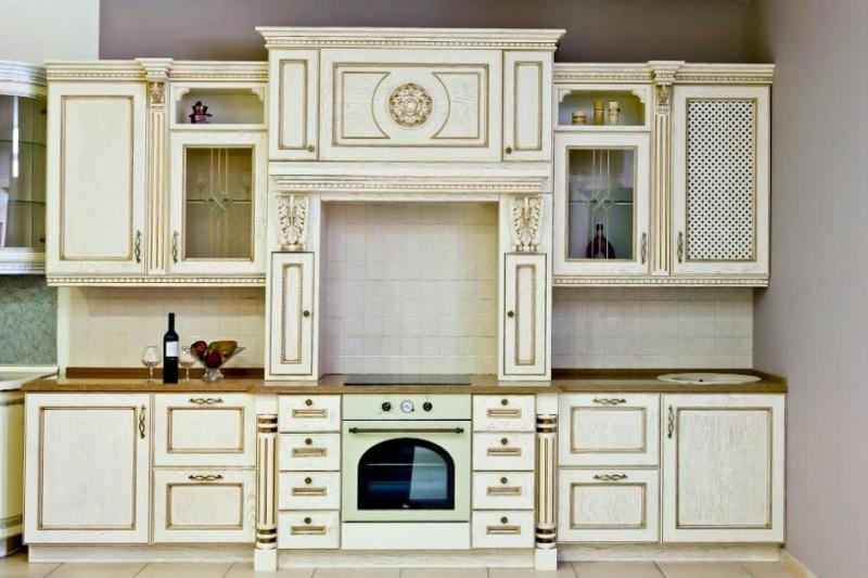 Кухня Уют из массива дерева классического стиля белого цвета