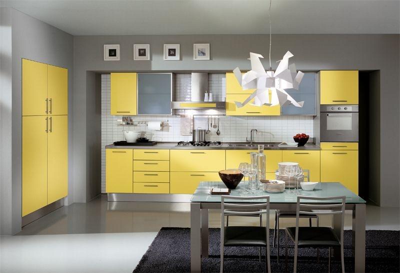 Кухня Вена встроенная с желтым фасадом в современном стиле