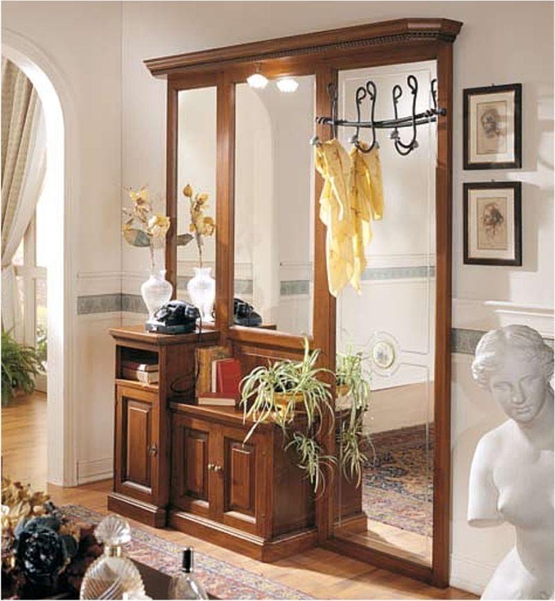 Прихожая Дирэн в классическом стиле коричневого цвета с тремя большими зеркалами