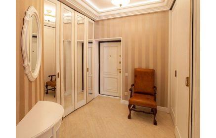 Купить Прихожая Кристиан из МДФ белого цвета в классическом стиле с большим шкаф-купе на три двери  под заказ