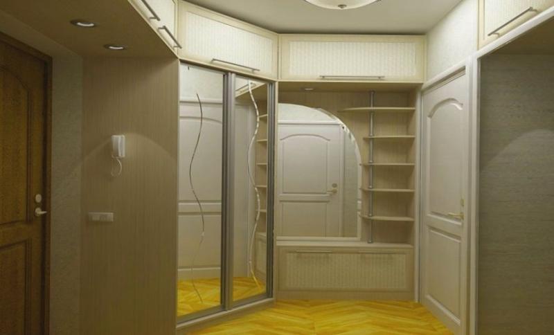Прихожая Медея встроенная угловая из МДФ верхние антресоли шкаф-купе с зеркальными панелями и волнистой линией и шкаф с открытыми полками с небольшой тумбой для обуви внизу белый цвет дерево