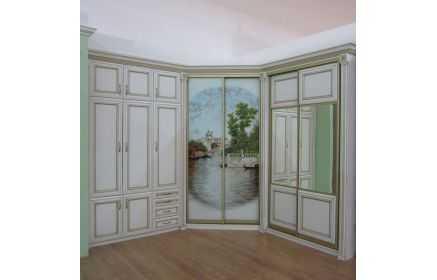 Купить Прихожая Пейзаж угловая 2 двери с рисунком на стекле 2 двери с зеркалом 8 дверей 4 ящика белый цвет дерево с золотыми вставками под заказ