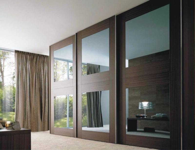 Шкаф Лаура с зеркалом 3 двери коричневое дерево