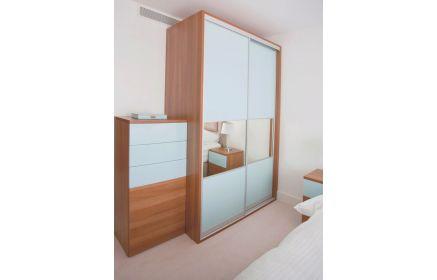 Купить Спальня Лиона 1 шкаф с ящиками 1 шкаф-купе с зеркалом 2 тумбы 1 двухместная кровать светлое дерево и белый цвет под заказ