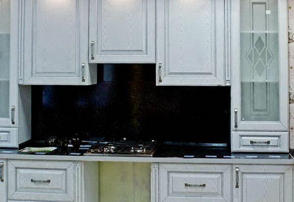 Черно-белая кухня классика